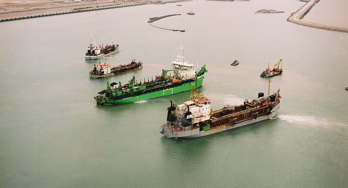 Dredging equipment before the port of Le Havre