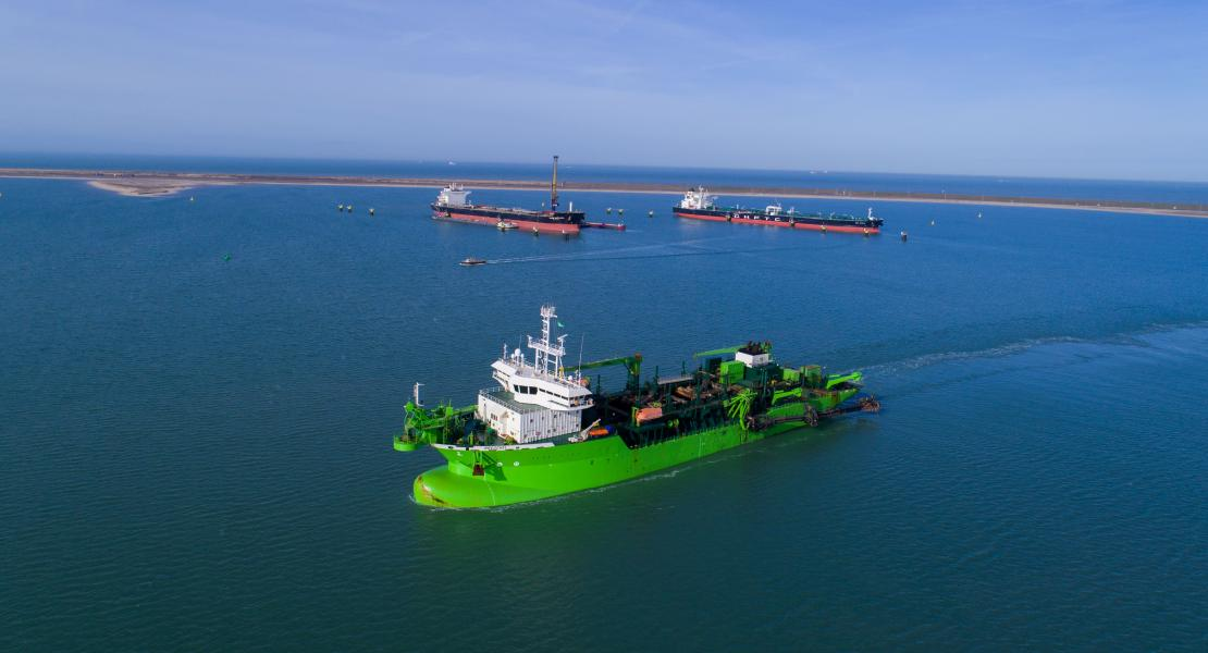 Breughel (Trailing Suction Hopper Dredger) at Terminal Rotterdam project