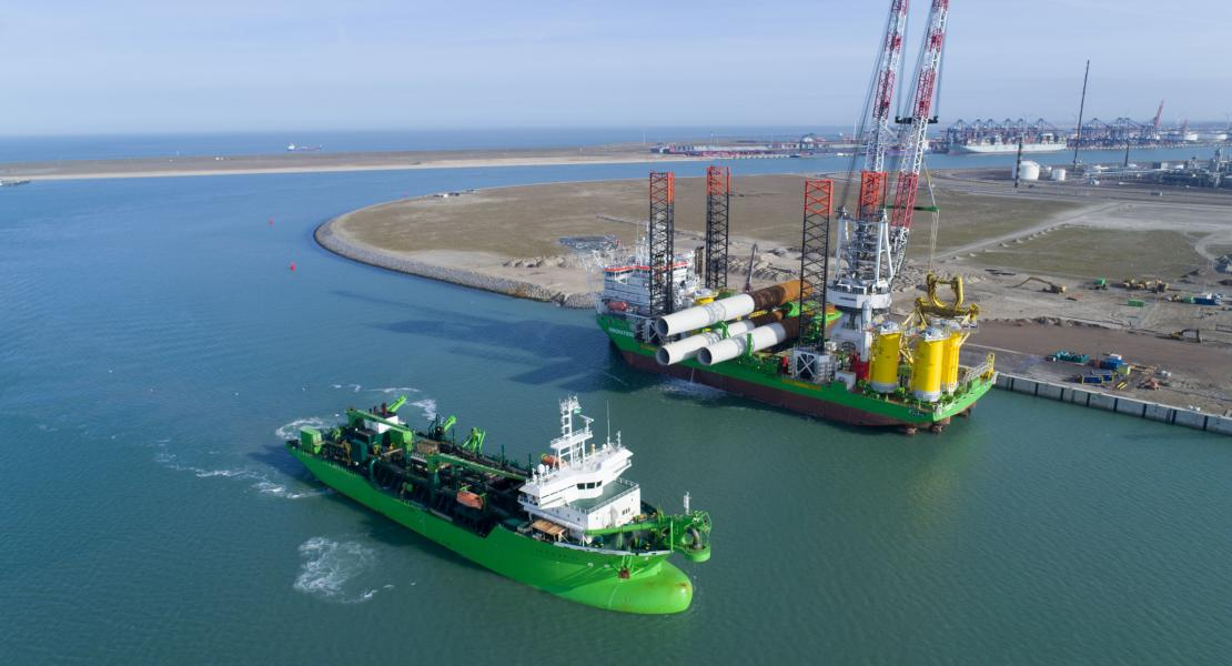 Breughel (Trailing Suction Hopper Dredger) and Innovation (Offshore Installation Vessel) at shore of Terminal Rotterdam project